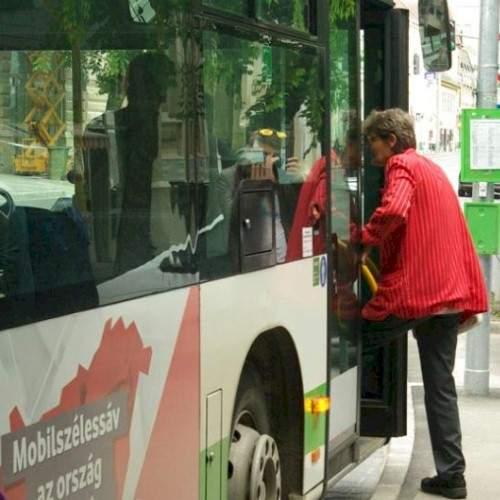 Újabb huszonegy buszmegálló válik fedetté Szekszárdon
