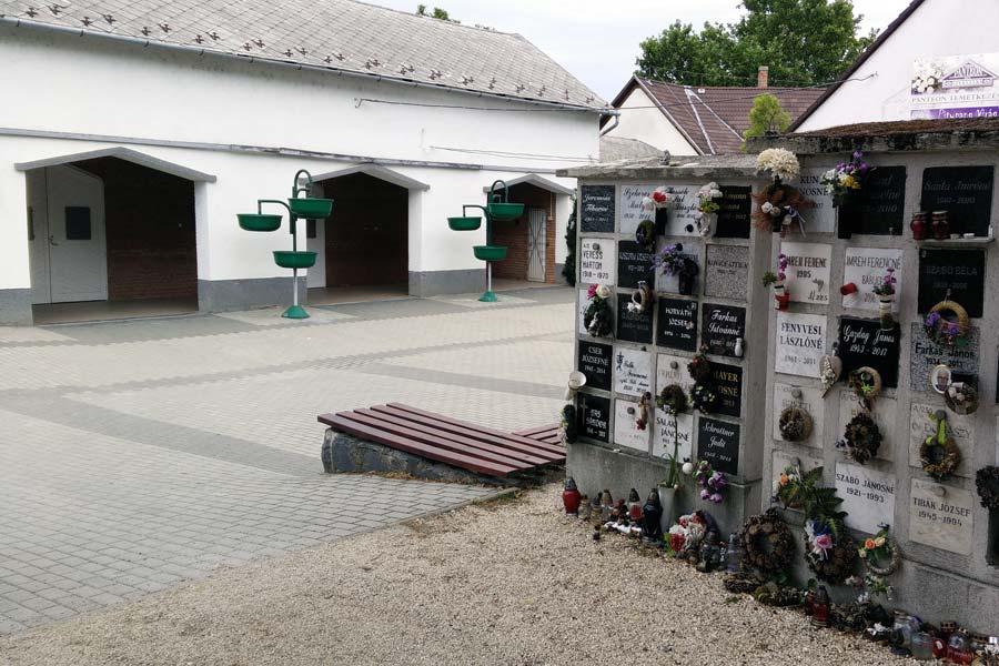 Új bejárat és parkoló létesült az alsóvárosi temetőnél